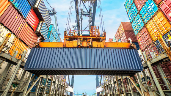 crane disasters while loading and unloading cargo ships